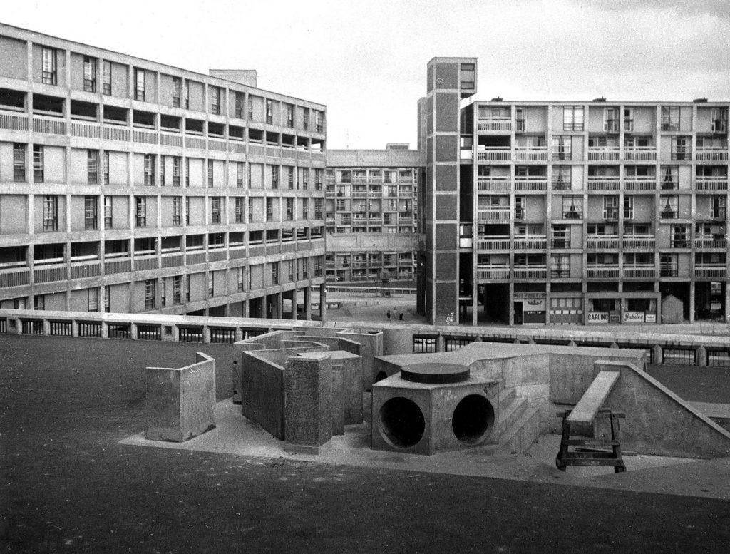 Una urbanización brutalista en Londres. ¿Funcional? Sí. ¿Bonita? No es.